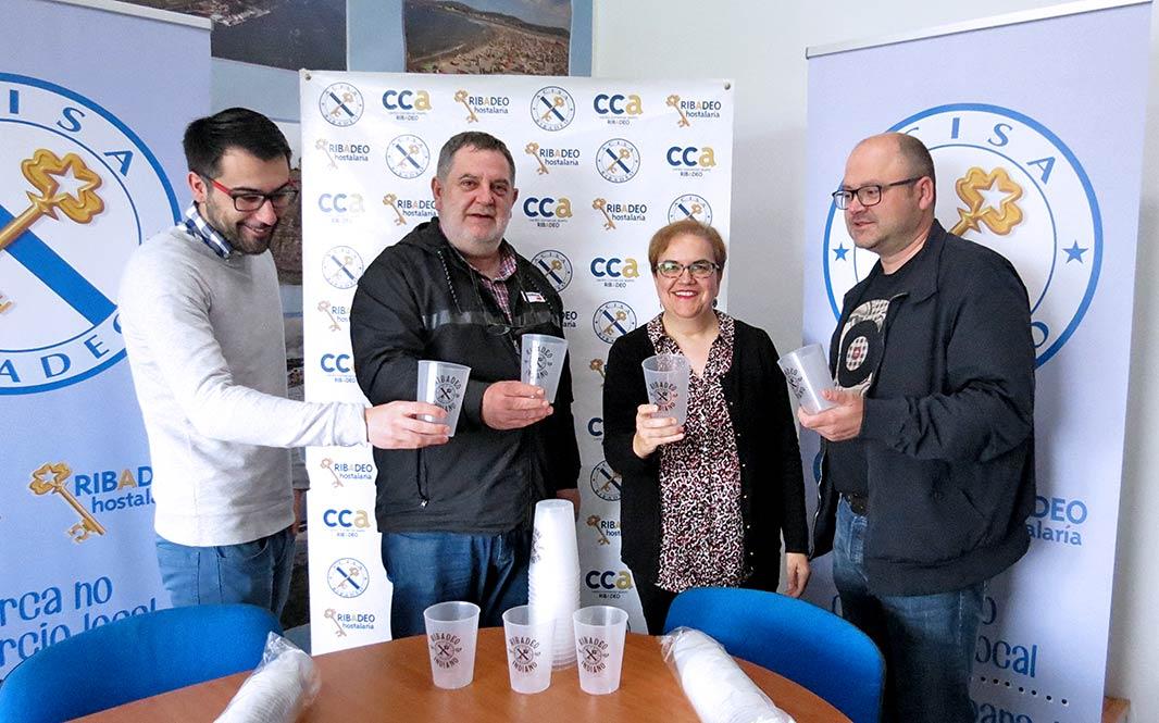 Acisa Ribadeo repartirá 20.000 vasos do Ribadeo Indiano entre todos @s seus asociad@s